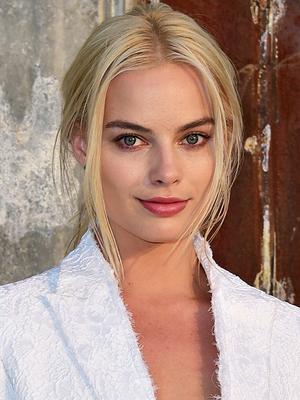 Margot Robbie's Anti-Lipstick Hack Is Genius