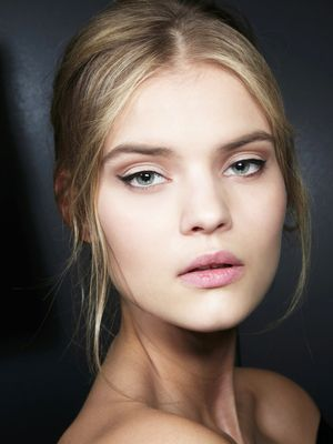 This Genius Cat-Eye Stamp Makes Winged Liner a Breeze