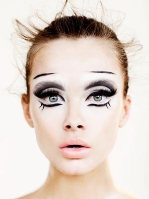 How to Remove Halloween Makeup, According to an Esthetician