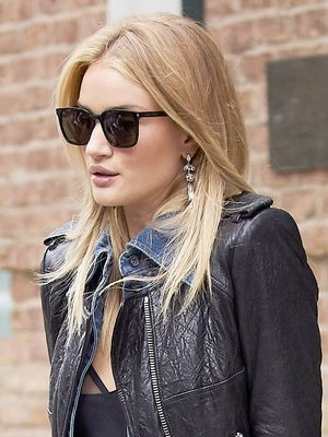 Rosie Huntington-Whiteley's Look Is Perfect for Transitional Weather
