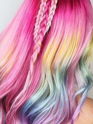 """Instagram Is Freaking Out Over """"Lisa Frank Hair"""""""