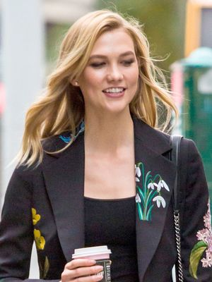 How Karlie Kloss Wears Fall's Least Likely Trend