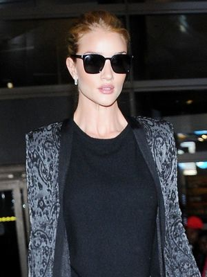 Use Rosie Huntington-Whiteley's Style Trick for Your Next Early Flight