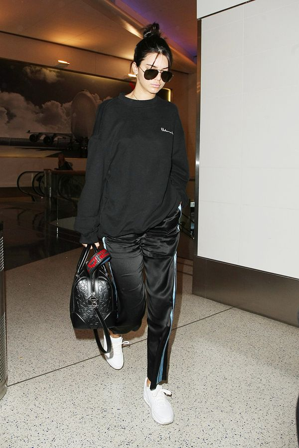 Leave it to Kendall to sport an ideal travel look.