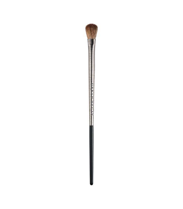 makeup-brush-guide-urban-decay-iconic-eyeshadow-brush