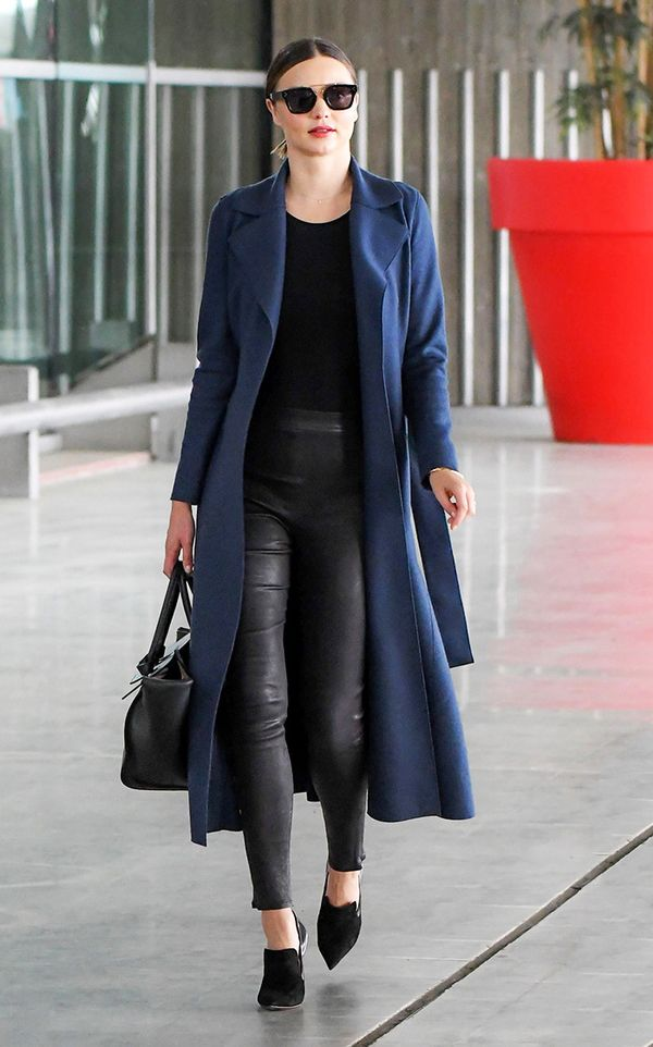miranda-kerr-airport-trench-coat