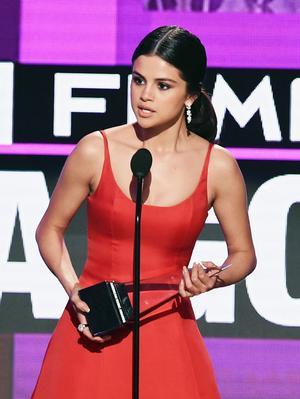 Selena Gomez's AMAs Acceptance Speech Will Make You Cry