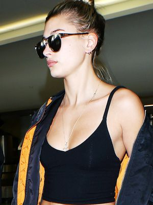 Hailey Baldwin Just Proved Leggings Can Be Chic at the Airport