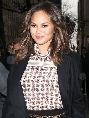Chrissy Teigen Is Endorsing the Return of This Early-2000s Trend