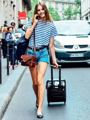 Keep These 8 Things in Your Handbag Every Time You Travel