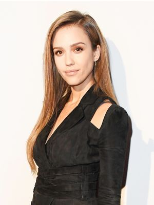 Watch Jessica Alba Do Her Entire Makeup Routine in 5 Minutes