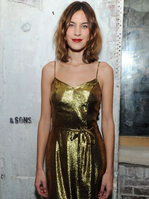 Watch Alexa Chung Navigate an Uncomfortable Dinner Party, in French