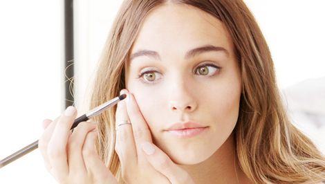 Video Tutorial: How to Make Your Eyes Look Bigger in 9 Steps