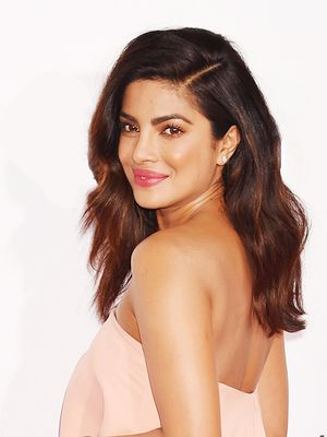 Priyanka Chopra Wore This $5 Blush on the People's Choice Awards Red Carpet