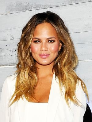 Chrissy Teigen Tweets a Photo of Her Stretch Marks; Internet Erupts in Applause