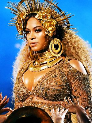 Beyoncé Was a Golden Goddess at the Grammys—Here's How to Channel Her Look