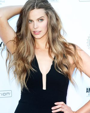 Why Robyn Lawley Is Our Ultimate Healthy Body Role Model