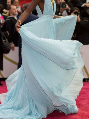 The Iconic Oscars Fashion Moments You Should *NEVER* Forget