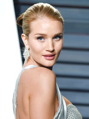 See Rosie Huntington-Whiteley's First Red Carpet Maternity Look