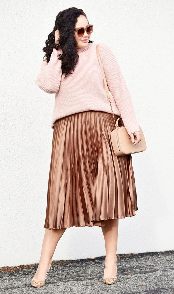 blogger in pleated midi skirt