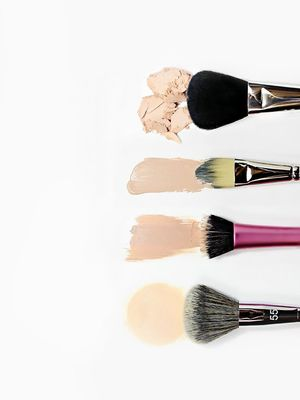 I Tried 3 Different DIY Makeup Brush Cleaners With Over 10K Pins