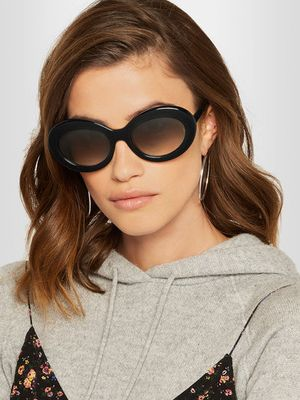 Must-Have: These Chic Sunglasses Take Us Right Back to The '90s