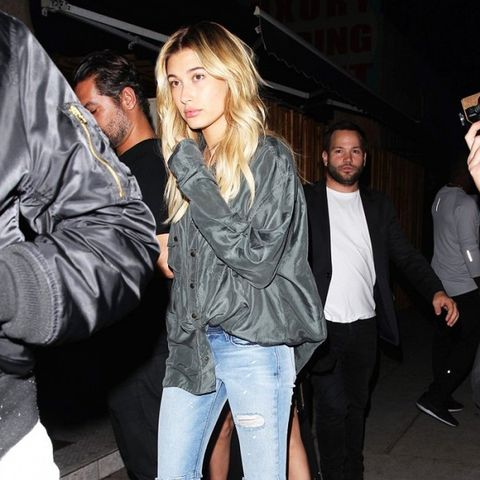 Hailey Baldwin wears skinny jeans and classic pumps.