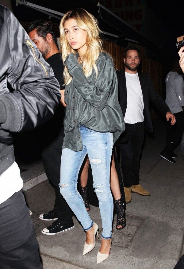 hailey baldwin skinny jeans classic pumps