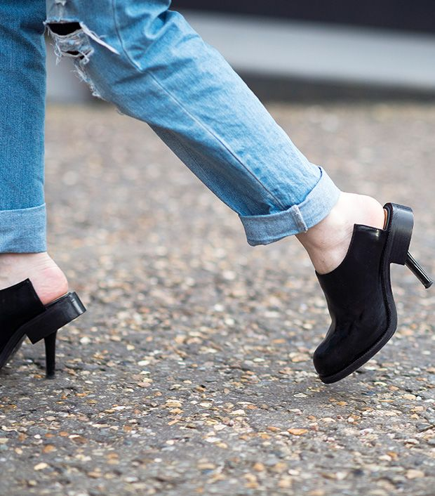 Style note: Cut out the fuss and try clogs with an unexpected touch.  Source: Le 21eme