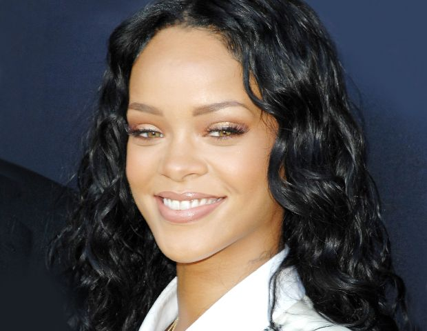 Is Rihanna Starting Her Own Makeup Line?!