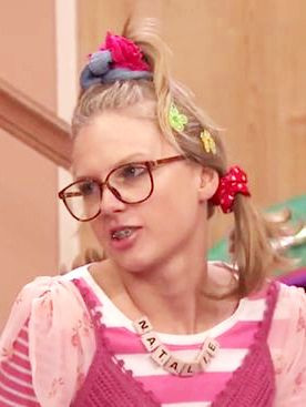 Taylor Swifts Goes Tween, Grosses Out Jimmy Fallon