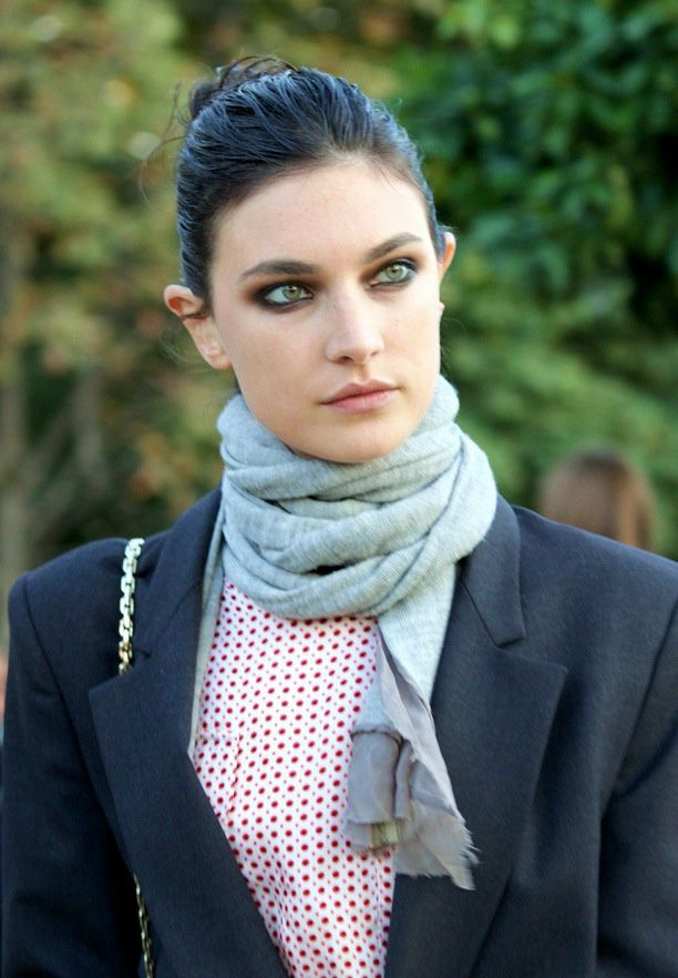Street Style: Simple Scarves