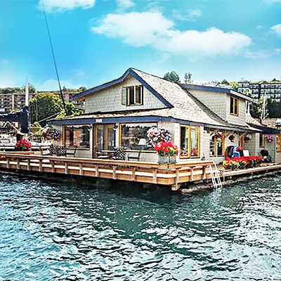 Step Inside the Real Sleepless in Seattle Houseboat