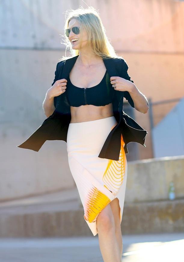Street Style: Bare Midriff | Candice Lake