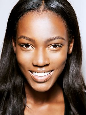 The Best Highlighters for Dark Skin Tones