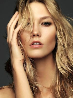 Karlie Kloss Gets The Gold Beauty Treatment With Elle France