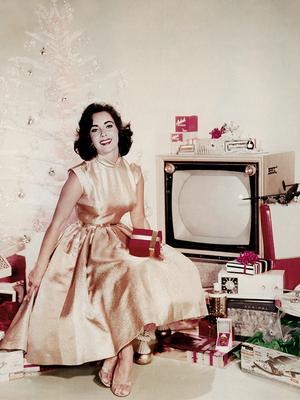 #TBT: Elizabeth Taylor's Festive Holiday Ensemble