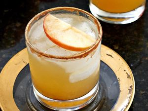 4 Easy Winter Cocktails to Keep You Warm Now