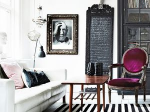 Inside a Gorgeously Layered High-Contrast Home