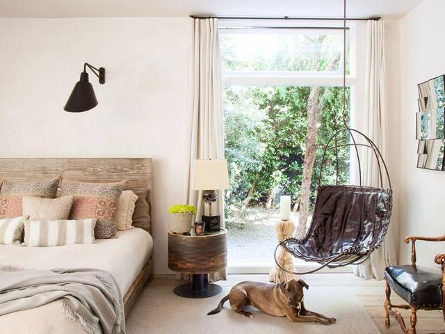julianne moore inside our favourite celebrity bedrooms mydomaine au