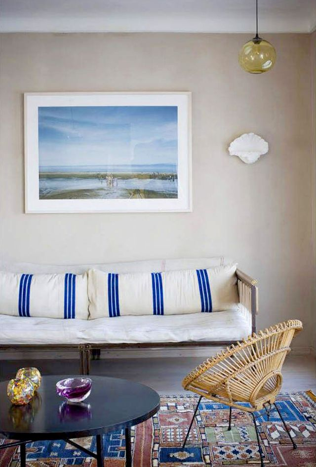 Get the look a simply serene living room mydomaine for Serene living room ideas