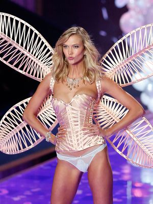 THIS JUST IN: Karlie Kloss Is Trading Her Victoria's Secret Wings for...Textbooks?