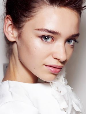 3 Ways to Get Glowy Skin—Without a Shimmery Highlighter