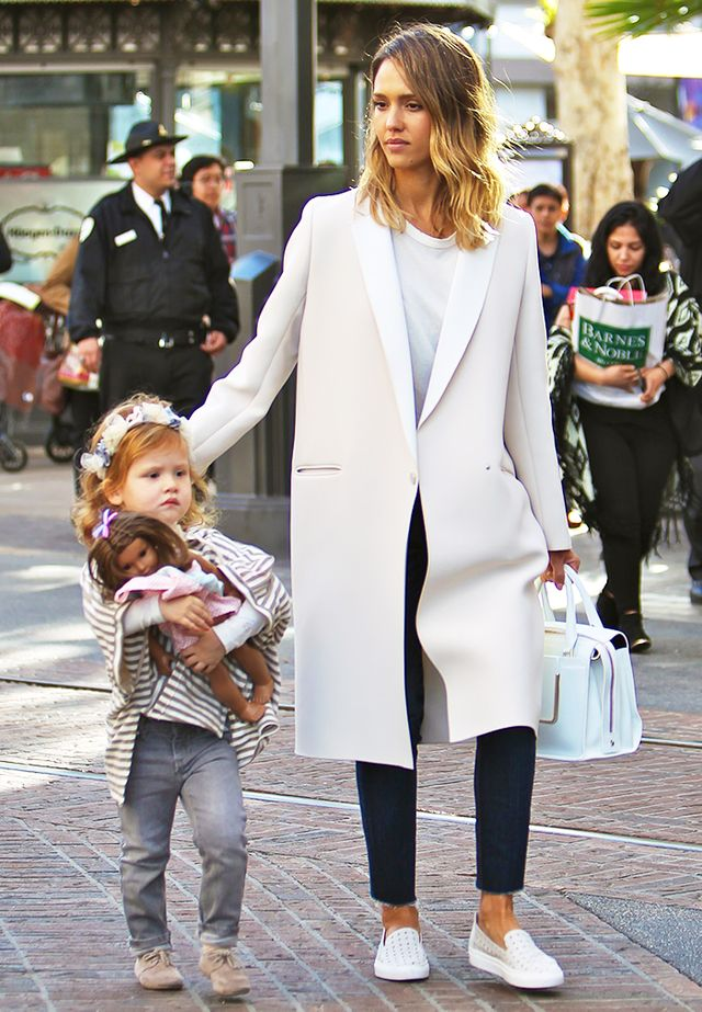 The Foolproof Mom Wardrobe: A Jessica Alba Case Study