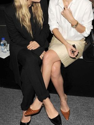 Check Out This Darling Photo of The Olsen Twins Showing Sisterly Love