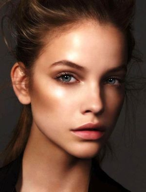 4 Glowing Beauty Looks With Metallic Accents