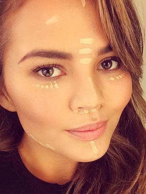 You Won't Believe This New Celebrity Selfie Trend
