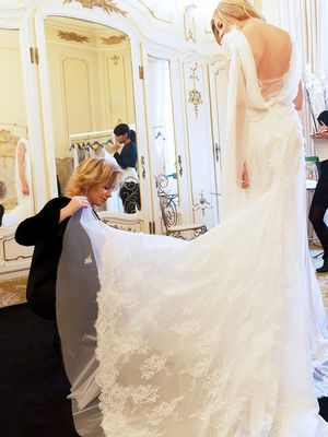 10 Things Your Wedding Dress Consultant Wishes You Knew