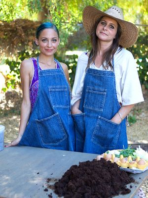 See Nicole Richie Get Down and Dirty