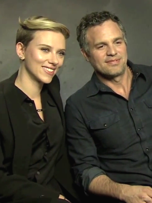 Scarlett Johansson & Mark Ruffalo Turn the Tables on Sexist Questions
